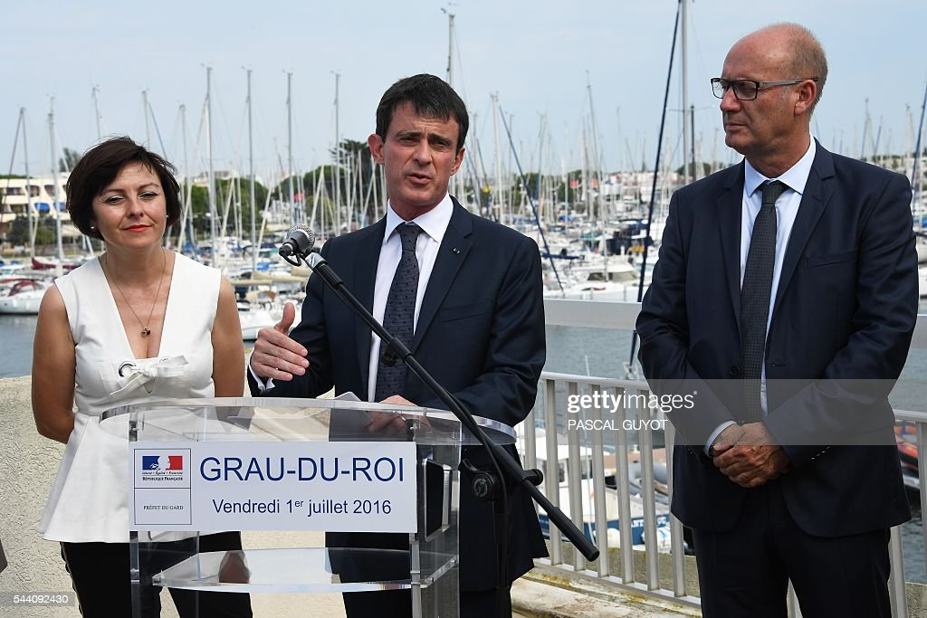 French Prime Minister Manuel Valls (R) delivers a speech next to President of the regional council occitanie (L) Carole Delga and Mayor of Le Grau-Du-roi Robert Crauste(R)o n July 1, 2016 during his visit at Le Grau-du-Roi, southern France. / AFP / PASCAL