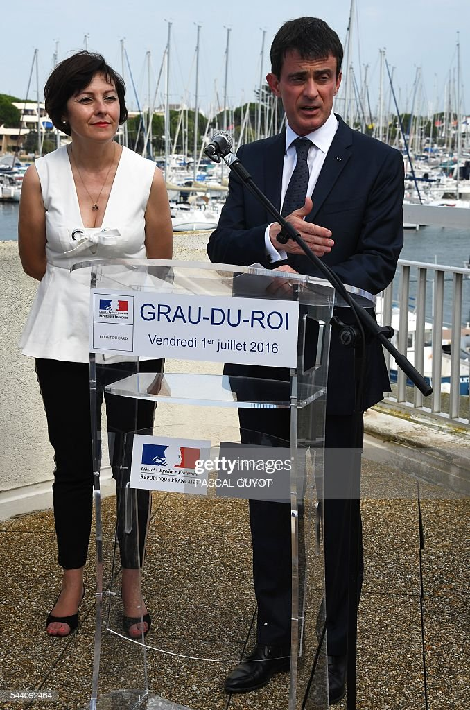 French Prime Minister Manuel Valls (R) delivers a speech next to President of the regional council occitanie (L) Carole Delga on July 1, 2016 delivers a speech on July 1, 2016, during his visit at Le Grau-du-Roi, southern France. / AFP / PASCAL