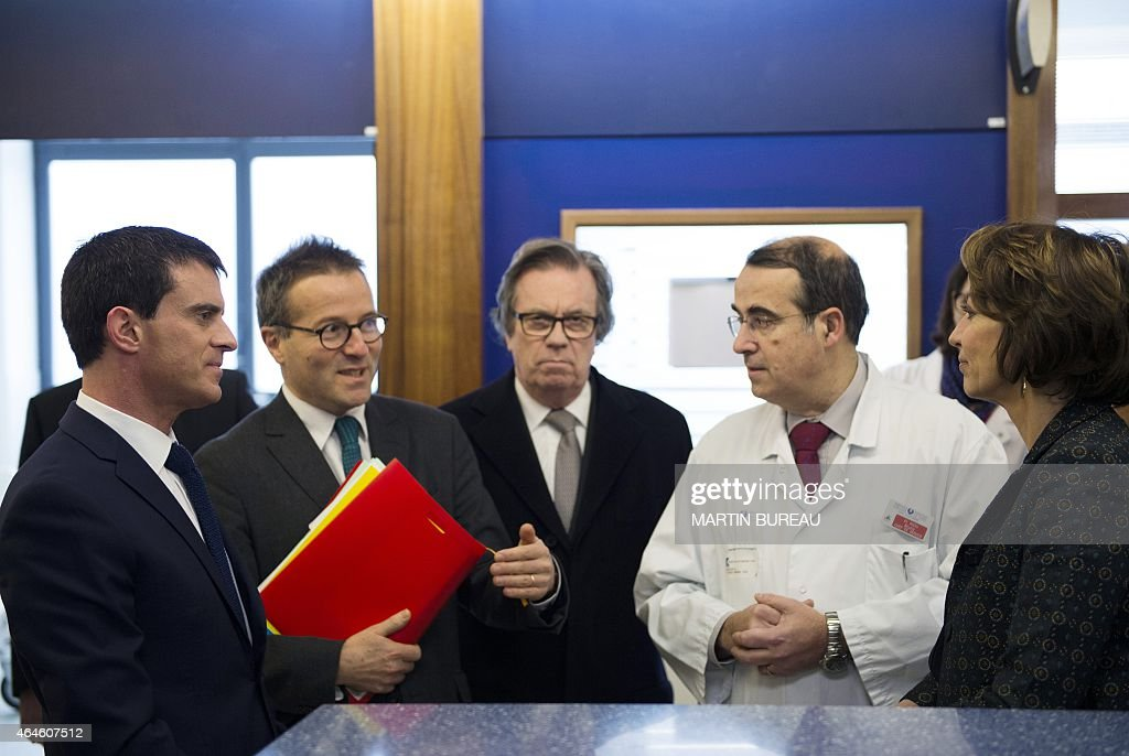 French Prime Minister <a gi-track='captionPersonalityLinkClicked' href=/galleries/search?phrase=Manuel+Valls&family=editorial&specificpeople=2178864 ng-click='$event.stopPropagation()'>Manuel Valls</a>, Director of Paris' public assistance hospitals AP-HP <a gi-track='captionPersonalityLinkClicked' href=/galleries/search?phrase=Martin+Hirsch&family=editorial&specificpeople=2273261 ng-click='$event.stopPropagation()'>Martin Hirsch</a>, President of the Ile de France Health authority, Claude Evin, Professor Bruno Riou, French minister for Social Affairs, Health and Women's Rights Marisol Touraine, visit the La Pitie-Salpetriere hospital on February 27, 2015 in Paris, as France is facing the worst flu epidemic of the past five years. POOL