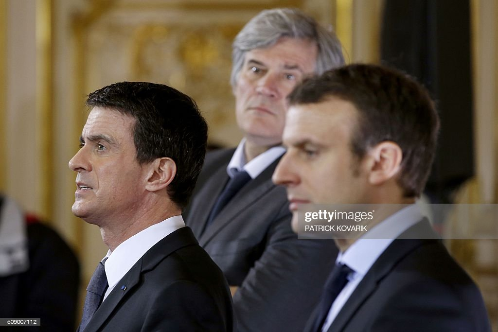 French Prime Minister Manuel Valls (L), French Agriculture minister and Government spokesperson Stephane Le Foll (C) and French Economy and Industry minister Emmanuel Macron address a press conference following a meeting amid a crisis in France's agricultural sector in Paris on February 8, 2016. French farmers have carried out a string of demonstrations for nearly two weeks against the falling prices of their products, demanding structural measures to strengthen price rates. / AFP / PATRICK KOVARIK