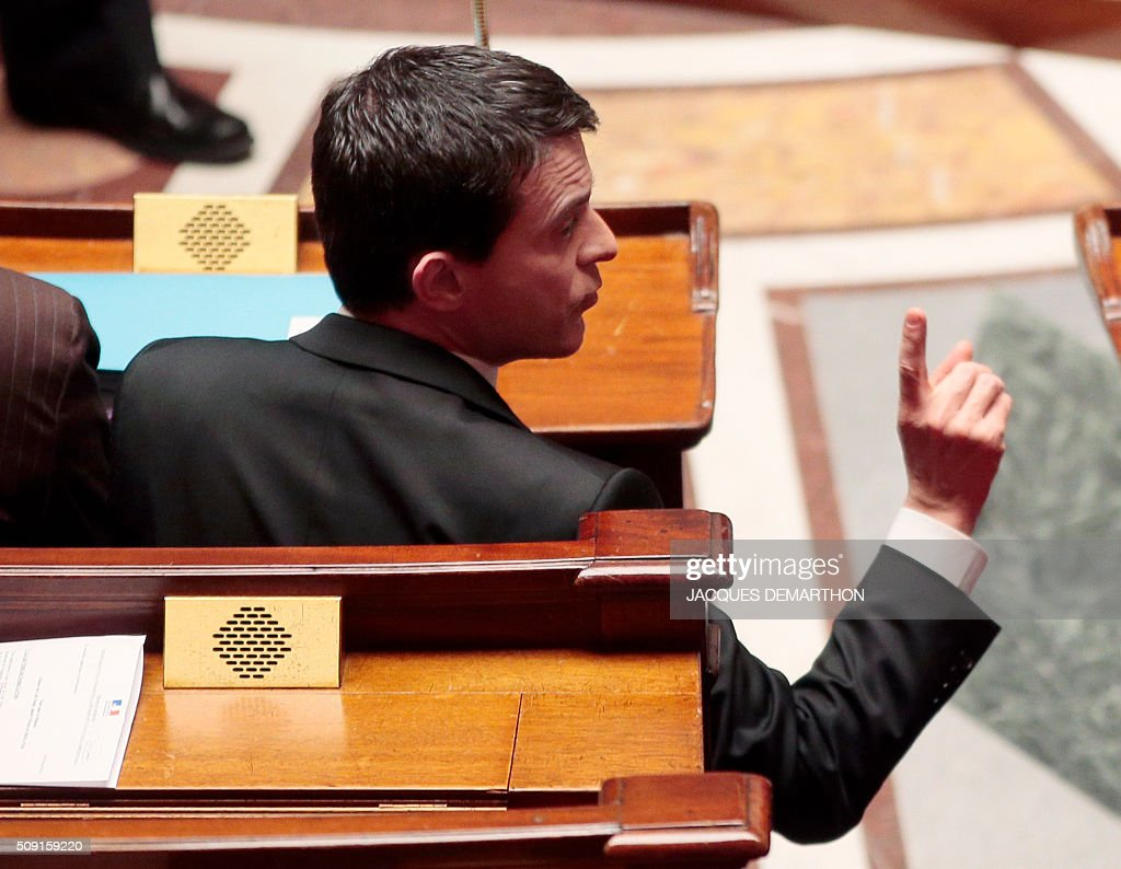 French Prime Minister Manuel Valls gestures during a session of questions to the government at the French National Assembly in Paris on February 9, 2016. / AFP / JACQUES DEMARTHON