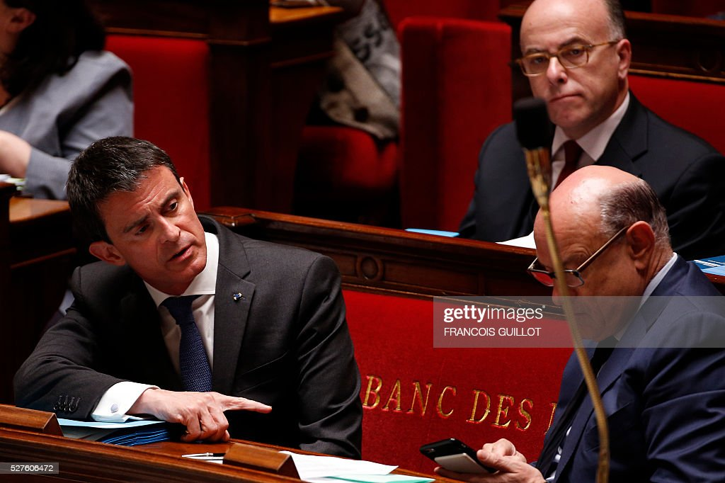 French Prime minister Manuel Valls (L) gestures next to Junior minister for Relations with the Parliament Jean-Marie Le Guen during a session of Questions to the government, on May 3, 2016 at the French National assembly in Paris.