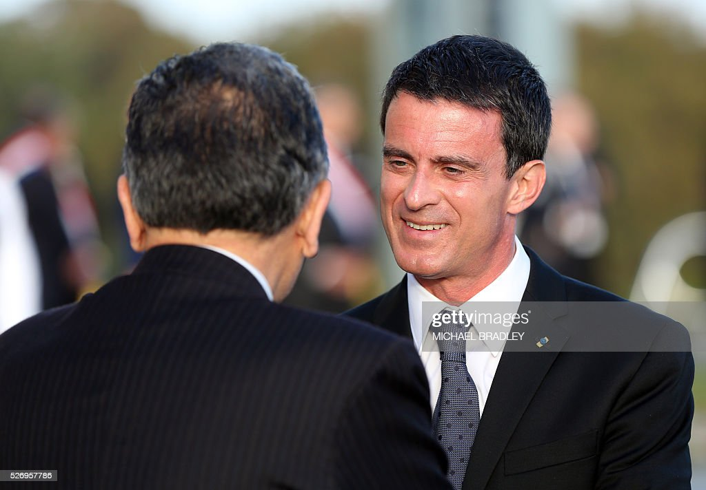 French Prime Minister Manuel Valls (R) is welcomed at the offical ceremony of welcome at the Auckland War Memorial Museum in Auckland on May 2, 2016. Valls arrived in New Zealand on May 1 after visiting the French Pacific territory of New Caledonia, with officials in his delegation confirming that he will detour to Australia later today. / AFP / MICHAEL