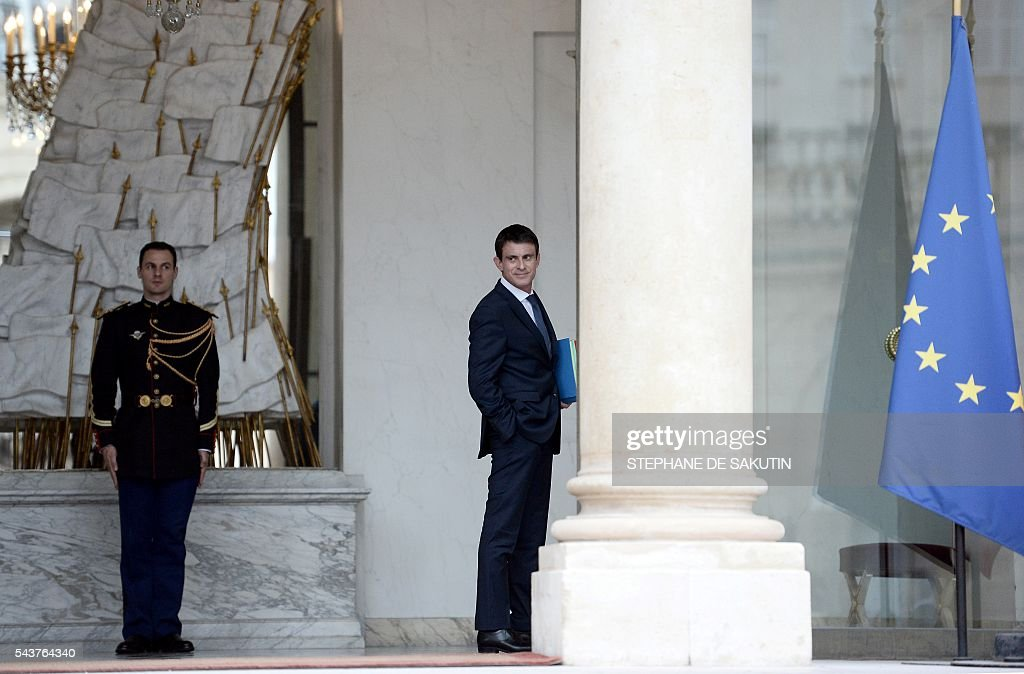 French Prime Minister Manuel Valls leaves after a weekly cabinet meeting on June 30, 2016 at the Elysee presidential Palace in Paris. / AFP / STEPHANE