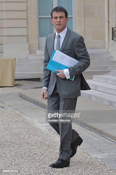 French Prime Minister Manuel Valls leaves the Elysee Palace after the weekly cabinet meeting on March 19 2015 in Paris France
