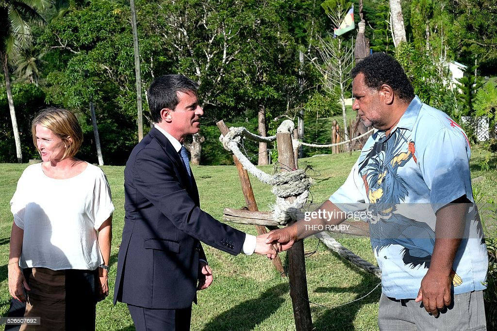 French Prime Minister Manuel Valls (C) meets residents of Tiendanite flanked by Isabelle Lafleur (L), daughter of French former deputy of New Caledonia Jacques Lafleur, on April 30, 2016 in Tiendanite, near Hienghene, as part of his visit to the French Pacific territory of New Caledonia. / AFP / Th��o Rouby