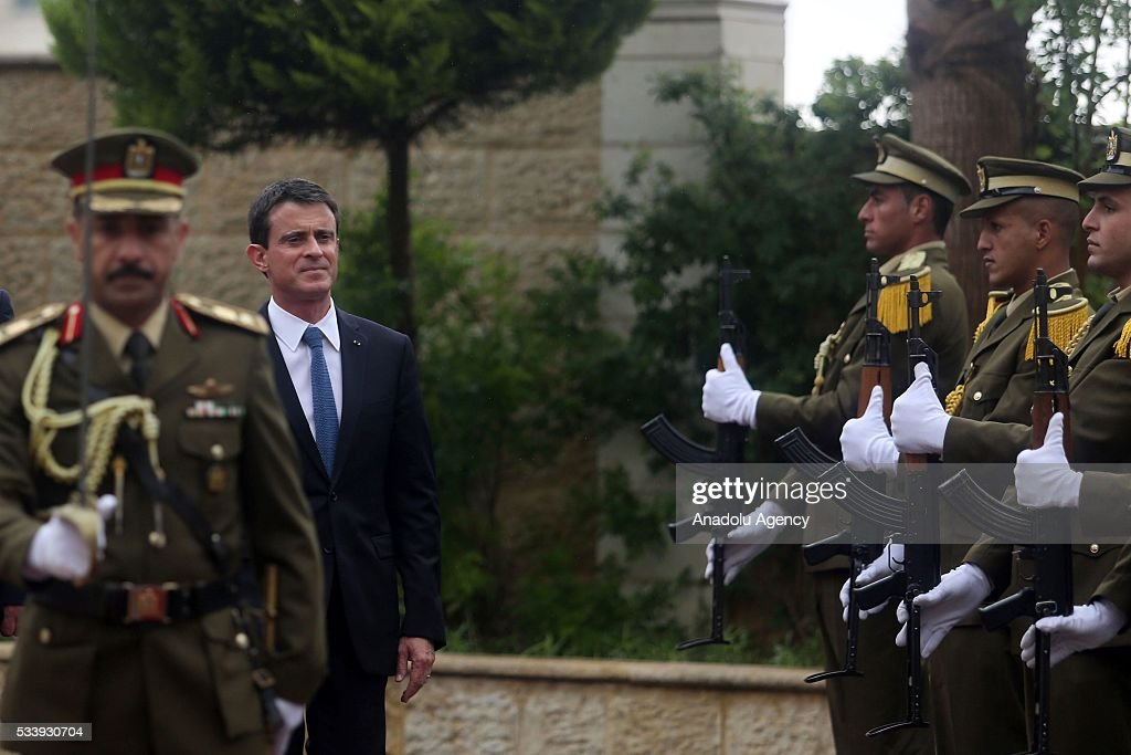 French Prime Minister Manuel Valls (C) reviews an honor guard as he is welcomed by Palestinian Prime Minister Rami Hamdallah (not seen) in an official welcomiceremony at Prime Minister's Residence in Ramallah, West Bank on May 24, 2016.