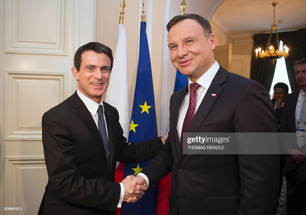 French Prime Minister Manuel Valls (L) shakes hands with Polish President Andrzej Duda as they meet for bilateral talks at the 52nd Munich Security Conference (MSC) in Munich, southern Germany, on February 13, 2016. / AFP / THOMAS KIENZLE