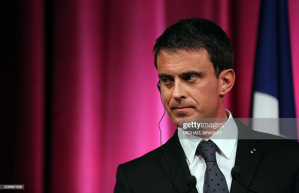French Prime Minister Manuel Valls speaks at a press confernce with New Zealand Prime Minister John Key at the Auckland War Memorial Museum in Auckland on May 2, 2016. Valls arrived in New Zealand on May 1 after visiting the French Pacific territory of New Caledonia, with officials in his delegation confirming that he will detour to Australia later on May 2. / AFP / MICHAEL