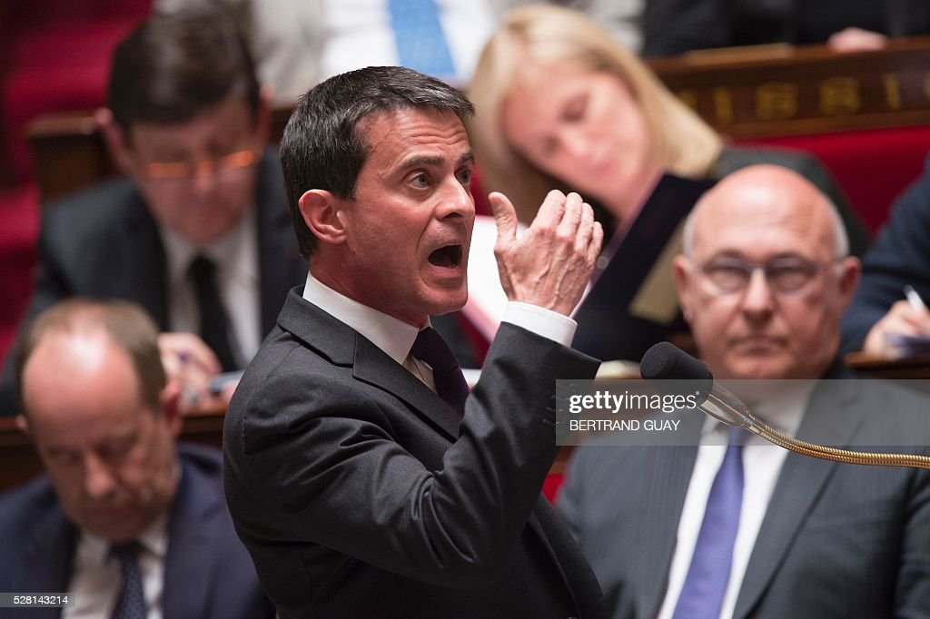 French Prime minister Manuel Valls speaks during a session of questions to the Government, on May 4, 2016 at the French National Assembly in Paris. / AFP / BERTRAND