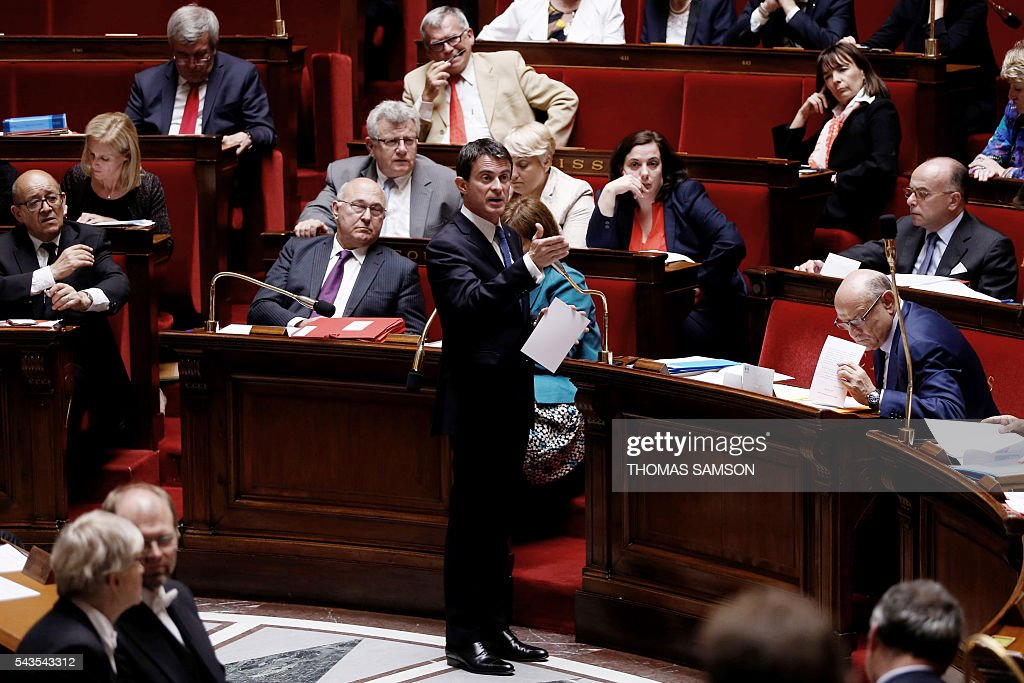 French Prime minister Manuel Valls speaks during the questions to the government session on June 29, 2016 at the French National Asssembly in Paris. / AFP / Thomas SAMSON