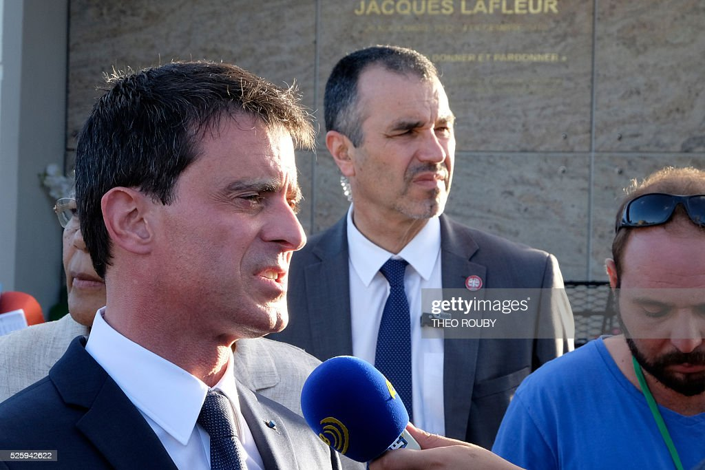 French Prime Minister Manuel Valls speaks to the press as he arrives to pay a tribute on Jacques Lafleur grave in Noumea on April 29, 2016. / AFP / THEO