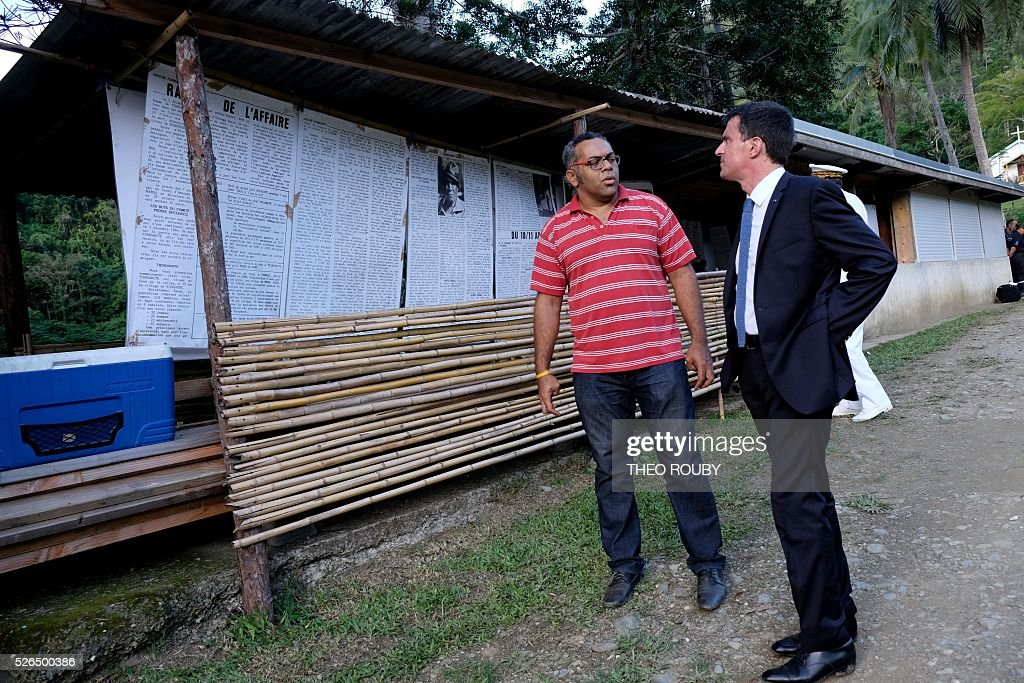 French Prime Minister Manuel Valls (R) speaks with Emmanuel Tjibaou, son of late Kanak independentist leader Jean-Marie Tjibaou, on April 30, 2016 in Tiendanite, near Hienghene, as part of his visit to the French Pacific territory of New Caledonia. / AFP / Th��o Rouby