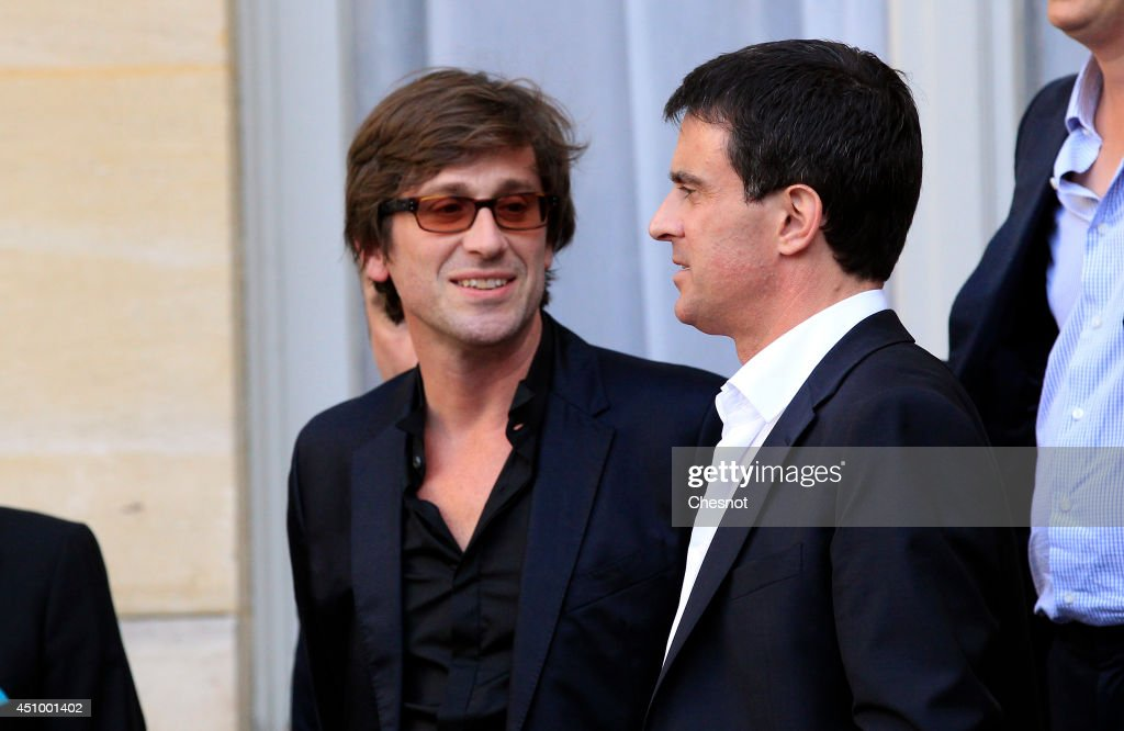 French Prime minister Manuel Valls speaks with the French singer Thomas Dutronc during the 33rd edition of the annual music event 'La Fete de la...