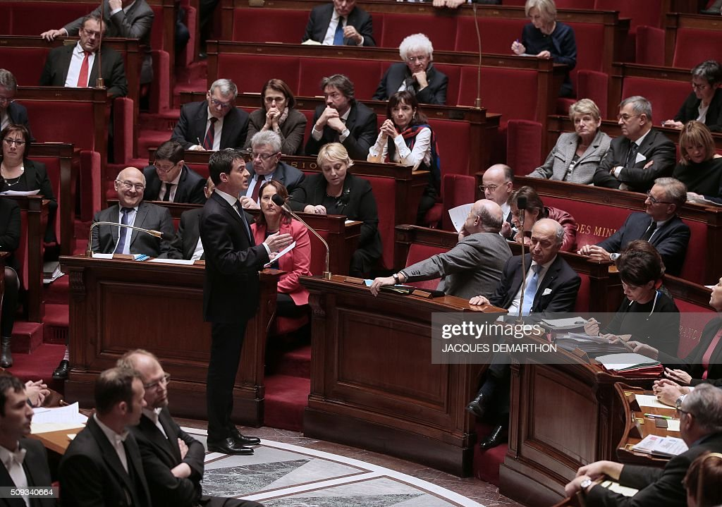 French Prime Minister Manuel Valls talks during the questions to the government at the National Assembly in Paris on February 10, 2016. French lawmakers were to vote on February 10 on a controversial package of measures to change the constitution following the terror attacks on Paris in November. / AFP / JACQUES DEMARTHON
