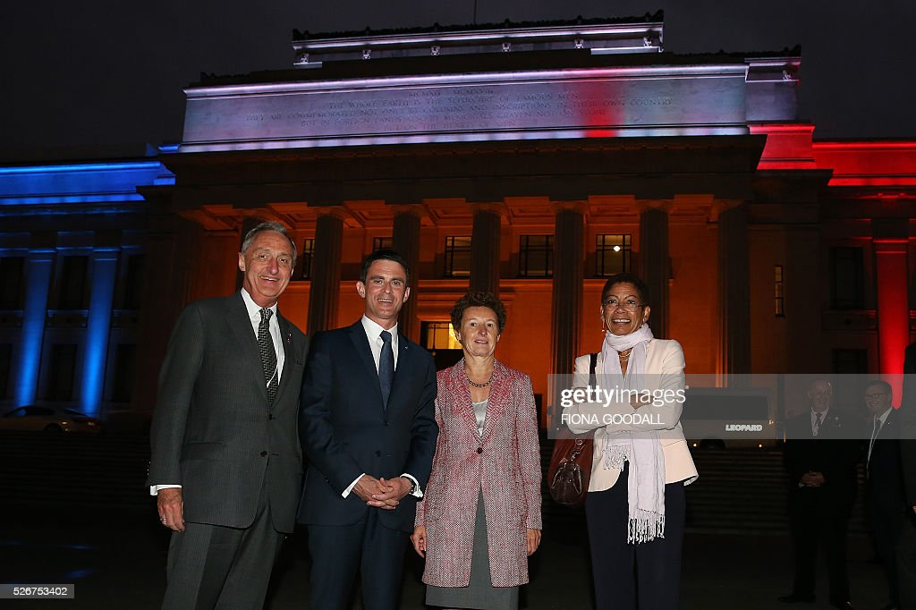 French Prime Minister Manuel Valls (CL) visits Auckland War Memorial Museum with NZ French Ambassador Florence Jeanblanc-Risler (CR), George Pau-Langvin, Minister of French Overseas Territories (R) and James Kember, Ambassdor of NZ to France (L) ahead of a French community event on May 1, 2016. / AFP / Fiona Goodall