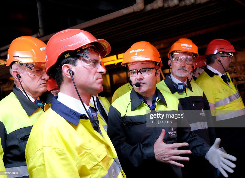 French Prime Minister Manuel Valls (C) visits the metallurgic factory SLN in Noumea on April 29, 2016. Valls said France would be willing to loan 200 millions euros to save the SLN factory, the main producer of nickel in New Caledonia. / AFP / THEO