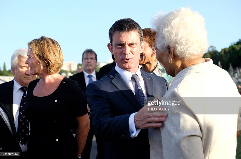 French Prime Minister Manuel Valls welcomes Marie-Claude Tjibaou wife of Kanak nationalist leader Jean-Marie Tjibaou as they arrive to pay a tribute on Jacques Lafleur grave in Noumea on April 29, 2016. / AFP / THEO