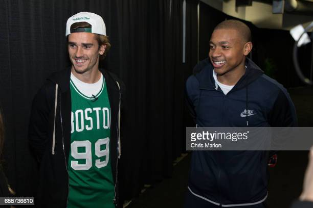 ¿Cuánto mide Isaiah Thomas? - Altura - Real height French-professional-footballer-antoine-griezmann-meets-isaiah-thomas-picture-id688736610?s=612x612