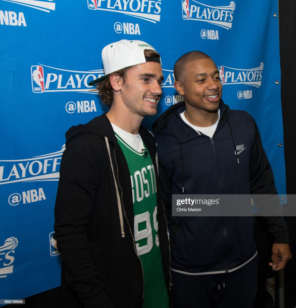 ¿Cuánto mide Isaiah Thomas? - Altura - Real height French-professional-footballer-antoine-griezmann-meets-isaiah-thomas-picture-id688736668