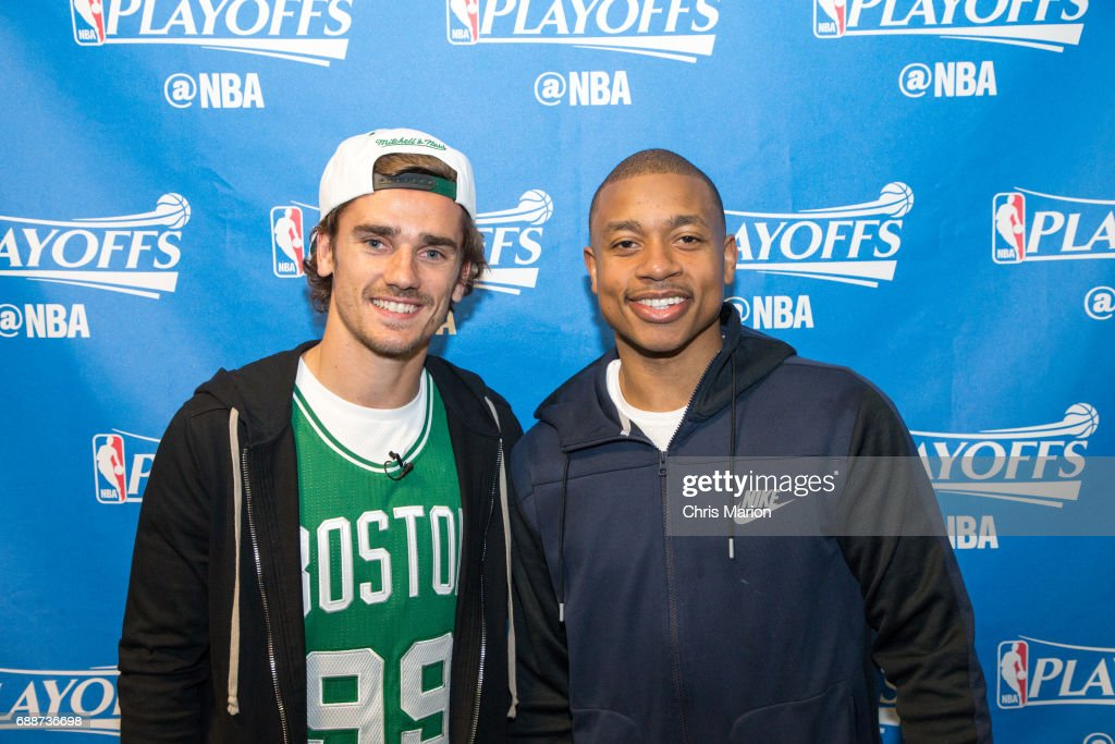 ¿Cuánto mide Isaiah Thomas? - Altura - Real height French-professional-footballer-antoine-griezmann-meets-isaiah-thomas-picture-id688736698