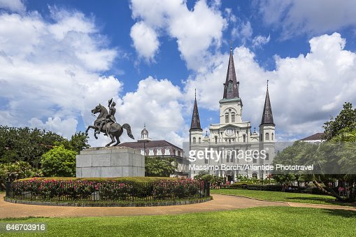 French Quarter, Jackson Square, sculptor Clark Mills' equestrian statue of Andrew Jackson, St Louis Cathedral on the background : Stock-Foto