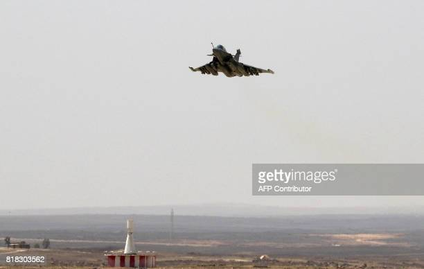 A French Rafale fighter jet flies over a military base in Jordan during a visit of the French defence minister on July 18 2017 / AFP PHOTO / Khalil...