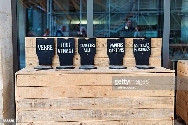Français des poubelles de recyclage, espace Darwin Bordeaux, France.