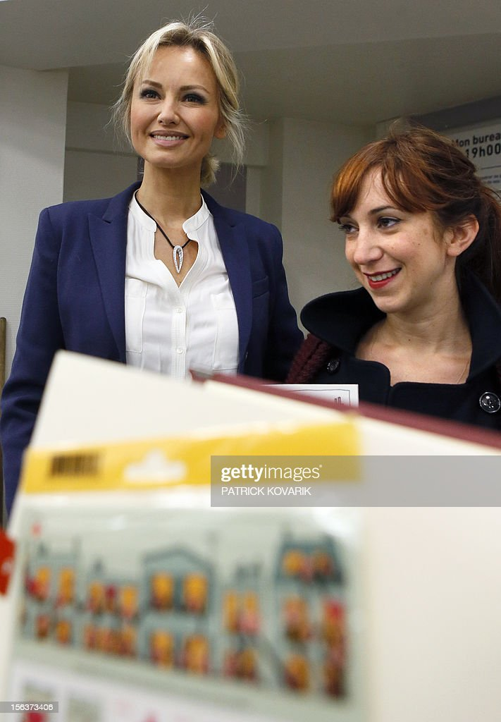 French Red Cross ambassador Adriana Karembeu (L) poses during a press presentation of five new Red Cross stamps designed by French illustrator Penelope Bagieu (R), edited by French postal service La Poste, on Novembre 14, 2012 in Paris.