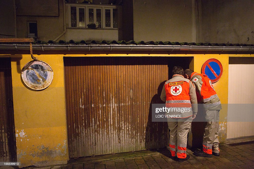 French red cross volunteers look for homeless people in a for Garage a persan