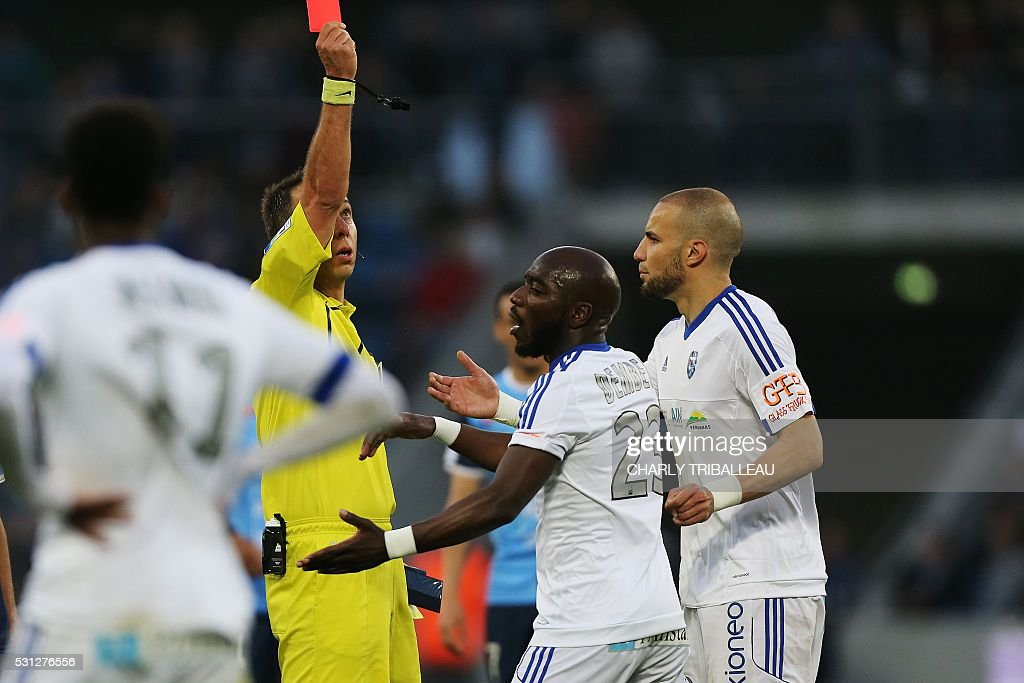 french referee gives a red card to bourg en bresse 39 s alliou dembele pictures getty images. Black Bedroom Furniture Sets. Home Design Ideas