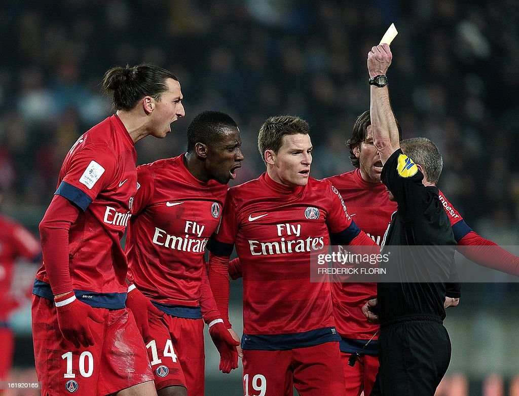 French referee Lionel Jaffredo (R) shows a red card to Paris Saint-Germain's Swedish forward Zlatan Ibrahimovic (L) on February 17, 2013 during a French L1 football match against Sochaux at the Auguste Bonal stadium in the eastern French city of Montbeliard. AFP PHOTO/FREDERICK FLORIN