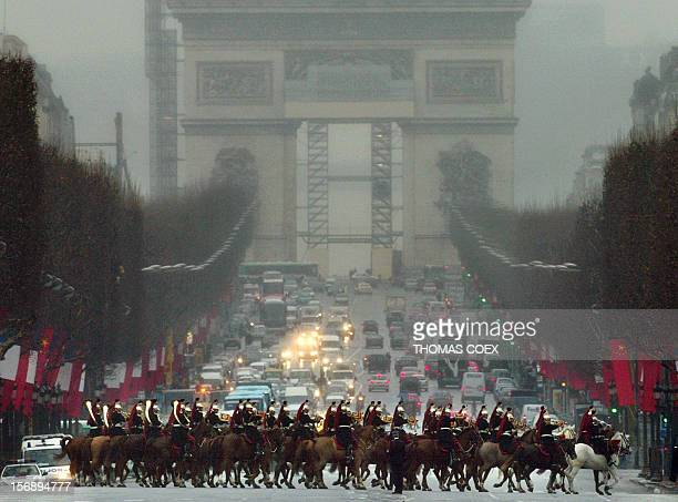 French republican guards escort Chinese President Hu Jintao on his way to the Elysee Palace to meet French President Jacques Chirac 26 January 2004...