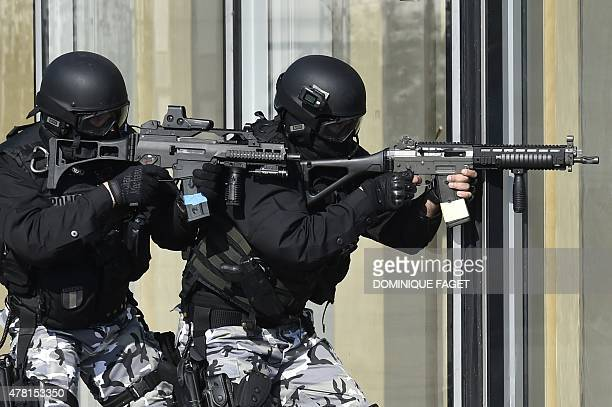 French Research and Intervention Brigades policemen officers take part in a training exercice at the Bibliotheque Nationale de France in Paris on...