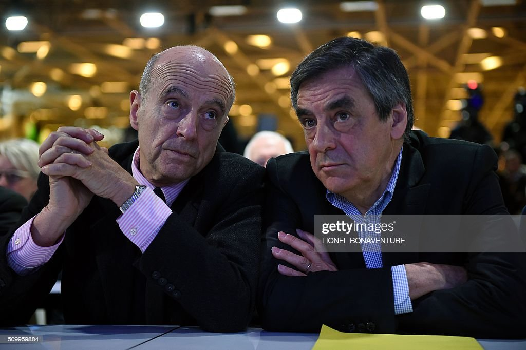 French right-wing Les Republicains (LR) party member, foreseen as the frontrunner for next year's presidential election, Alain Juppe (L) and former French Prime Minister and right-wing Les Republicains (LR) parliament member Francois Fillon (R) look on during the LR National Council on February 13, 2016 in Paris. AFP PHOTO / LIONEL BONAVENTURE / AFP / LIONEL BONAVENTURE