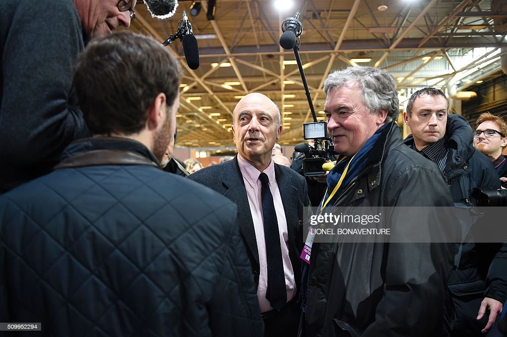 French right-wing Les Republicains (LR) party member, foreseen as the frontrunner in next year's presidential election, Alain Juppe (C) arrives to attend the LR National Council on February 13, 2016 in Paris. AFP PHOTO / LIONEL BONAVENTURE / AFP / LIONEL BONAVENTURE