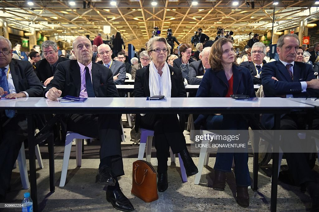 French right-wing Les Republicains (LR) party members, Jean-Pierre Raffarin, Patrick Balkany (Rear), Alain Juppe, Michele Alliot-Marie, Nathalie Kosciusko-Morizet and Gerard Longuet attend the LR National Council on February 13, 2016 in Paris. AFP PHOTO / LIONEL BONAVENTURE / AFP / LIONEL BONAVENTURE