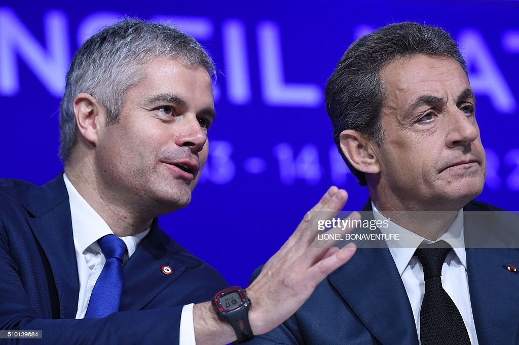 French right-wing Les Republicains (LR) party President, Nicolas Sarkozy (R) and LR delegate Vice-President, Laurent Wauquiez attend the LR National Council on February 14, 2016 in Paris. AFP PHOTO / LIONEL BONAVENTURE / AFP / LIONEL BONAVENTURE