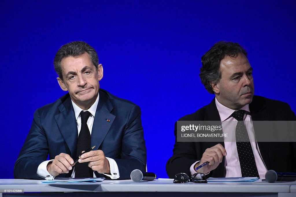 French right-wing Les Republicains (LR) party President, Nicolas Sarkozy (L) and President of LR's National Council Luc Chatel attend the LR National Council on February 14, 2016 in Paris. AFP PHOTO / LIONEL BONAVENTURE / AFP / LIONEL BONAVENTURE
