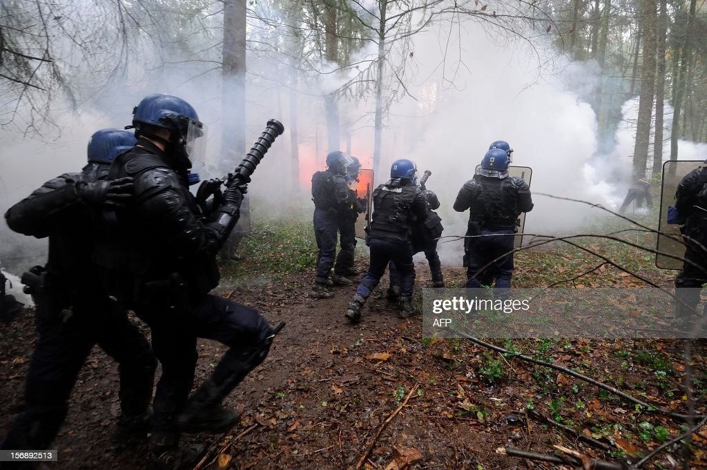 French riot police face protesters on November 24, 2012 as they seek to evict squatters from protected swampland where Prime Minister Jean-Marc Ayrault wants to build a new airport. Clashes between police and protesters resumed at Notre-Dame-des-Landes, outside the western city of Nantes, as officers fired tear gas and squatters threw stones and glass bottles at them in return. AFP PHOTO / JEAN-SEBASTIEN EVRARD