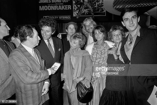 French screenwriter and film director JeanCharles Tacchella flanked by his wife chats with Culture minister Jack Lang next to French actors Robin...
