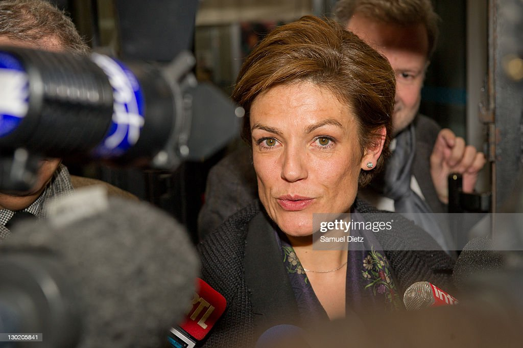 French Senator <a gi-track='captionPersonalityLinkClicked' href=/galleries/search?phrase=Chantal+Jouanno&family=editorial&specificpeople=5673060 ng-click='$event.stopPropagation()'>Chantal Jouanno</a> addresses the medias at UMP headquarters for a Parisians Representatives meeting on October 24, 2011 in Paris, France. The meeting was held to discuss the victory of the Left at the French Senate and the political crisis in the Right Party. on October 24, 2011 in Paris, France.