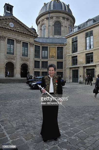 French Simone Veil an Auschwitz survivor and the first elected president of the European parliament poses as she leave the Institute of France after...