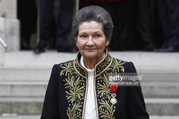 French Simone Veil an Auschwitz survivor and the first elected president of the European parliament poses as she leave the Institut de France after...