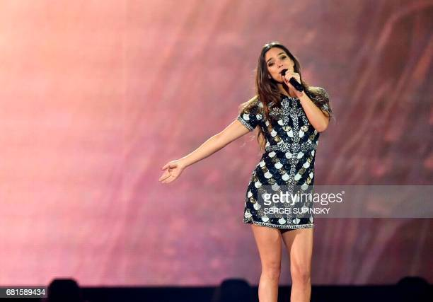 french-singer-alma-performs-the-song-requiem-during-the-second-dress-picture-id681589434?s=612x612