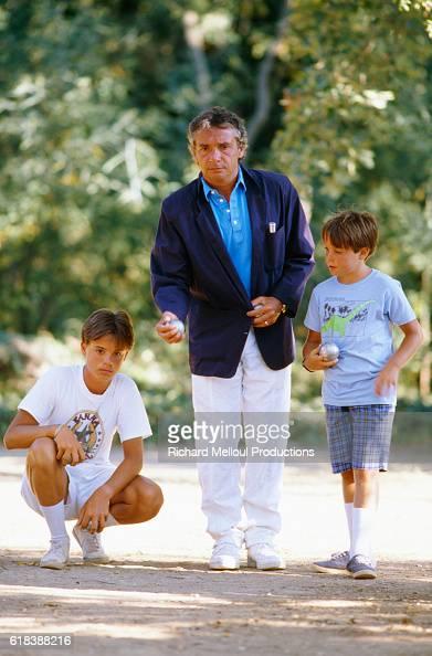 Michel Sardou with His Sons in St.-Tropez : Photo d'actualité