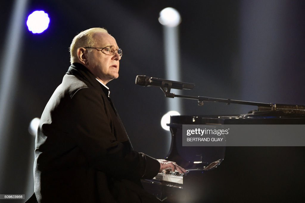 French singer and composer William Sheller performs on stage during the 31st Victoires de la Musique, the annual French music awards ceremony, on February 12, 2016 at the Zenith concert hall in Paris. AFP PHOTO / BERTRAND GUAY / AFP / BERTRAND GUAY