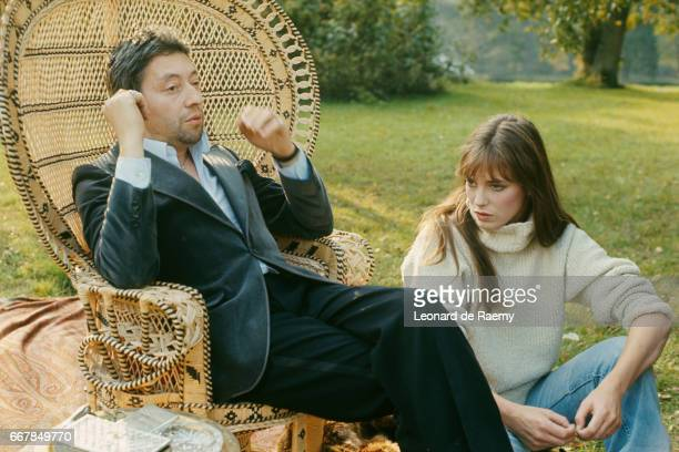French singer and songwriter Serge Gainsbourg and British actress and singer Jane Birkin on the set of 'Je serais serieux comme le plaisir' by Robert...