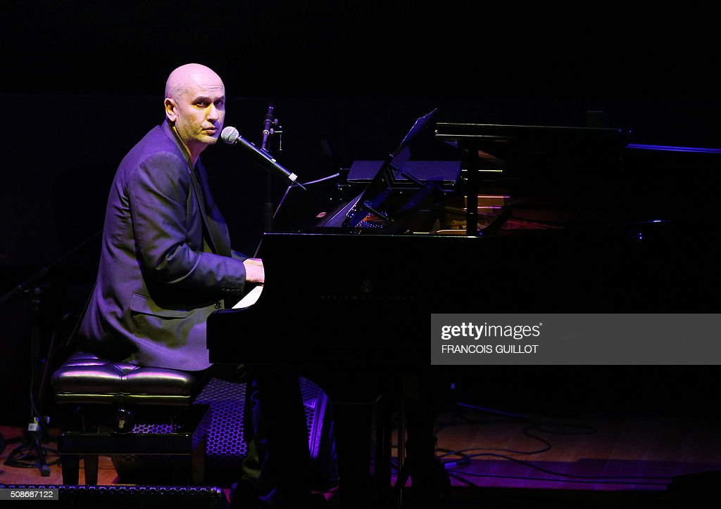 French singer Art Mengo performs on the stage of the Louvre Museum auditorium on February 5, 2016 in Paris, as part of a show of the France-Inter radio station. / AFP / FRANCOIS GUILLOT