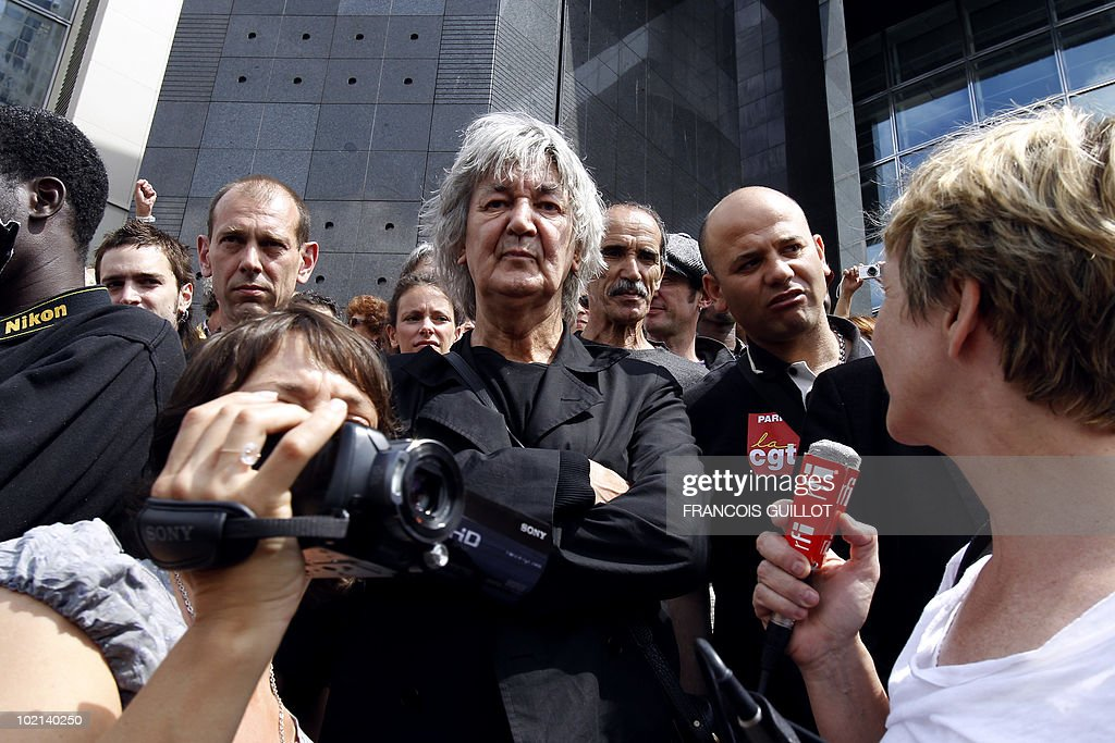 French singer Jacques Higelin (C) participates in a demonstration of illegal immigrant workers calling for their regularization on June 6, 2010 in front of the Opera Bastille in Paris.